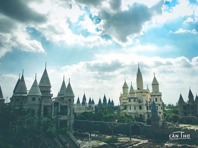 Giới trẻ Việt xôn xao với trường học phù thủy Hogwarts ngay tại Việt Nam - 1