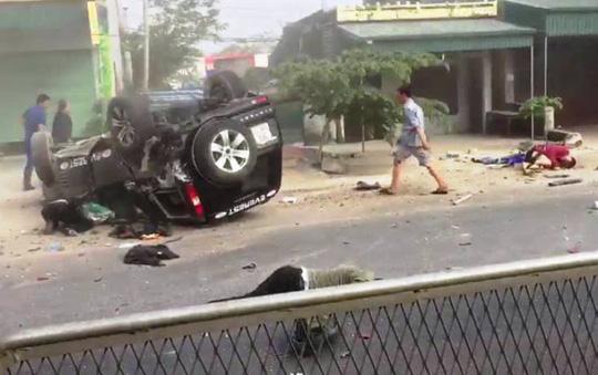 Ô tô tông xe máy, 2 người chết, 2 người bị thương nặng - 1