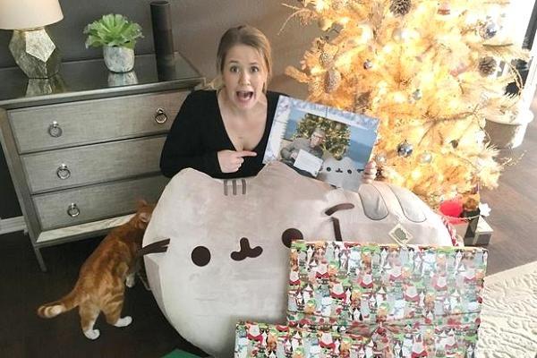Fan nữ vỡ òa khi nhận được quà Giáng sinh từ Bill Gates - 1