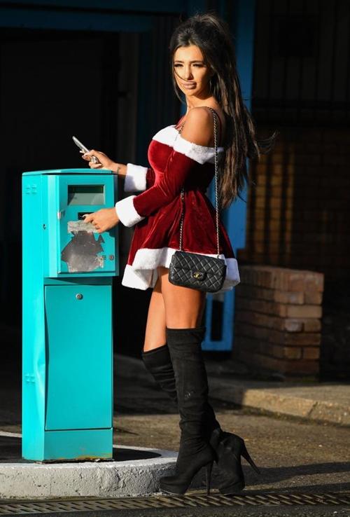 """""""Mỹ nữ đào mỏ"""" hóa bà già Noel sexy giữa mùa đông buốt giá - 3"""