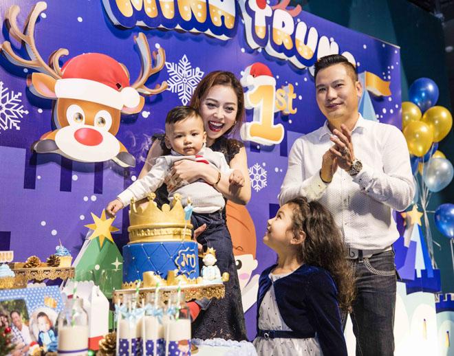 Vợ chồng Jennifer Phạm làm tiệc thôi nôi hoành tráng cho con trai - 1