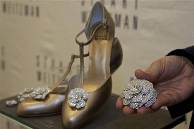 Đôi giày hoa hồng trị giá 22,8 tỷ đồng – niềm khát khao của mọi phụ nữ - 3