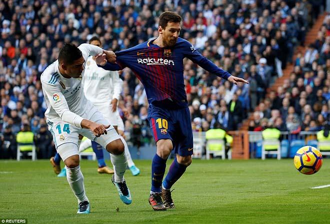 Messi đi tất hạ Real: Từ chân không giày đến... Giày vàng, Bóng vàng - 2