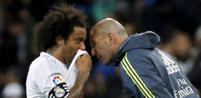 Tin HOT bóng đá trưa 25/12: Ibrahimovic từng chỉ to khỏe, sút cực tệ - 1