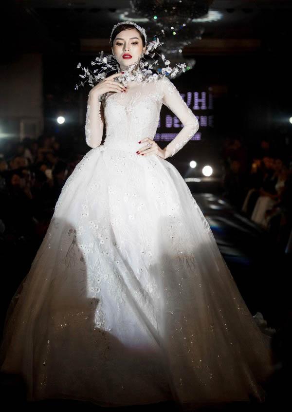 Hoa hậu Kỳ Duyên: Ngôi sao đường băng đắt show nhất năm 2017? - 2