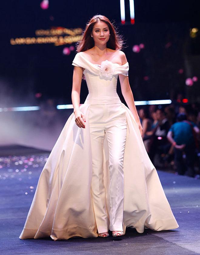 Hoa hậu Kỳ Duyên: Ngôi sao đường băng đắt show nhất năm 2017? - 8
