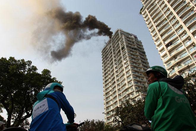 """Cháy dữ dội tại chung cư """"5 sao"""" gần Hồ Tây - 2"""