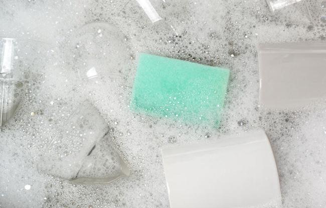 5 lỗi nghiêm trọng khi rửa chén bát - 1