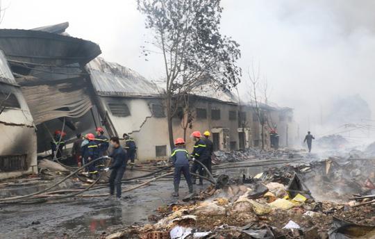 Vụ cháy công ty bánh kẹo: Tìm thấy thêm 2 thi thể cháy đen - 1