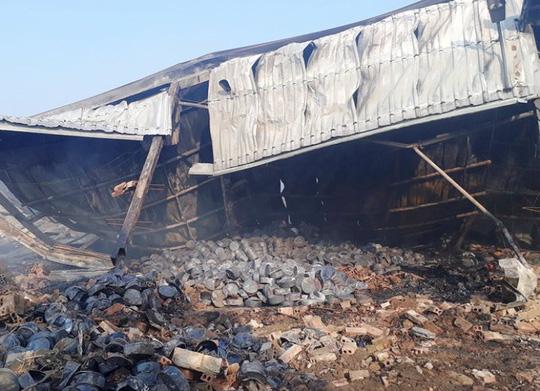 Vụ cháy công ty bánh kẹo: Tìm thấy thêm 2 thi thể cháy đen - 2