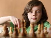 Thần đồng 12 tuổi khiến nhà vô địch cờ vua vĩ đại top 1 nước Nga phải lao đao