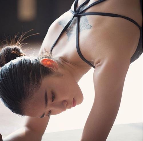 """Điêu đứng vì những cô giáo yoga xinh đẹp và """"dẻo như bún"""" - 7"""