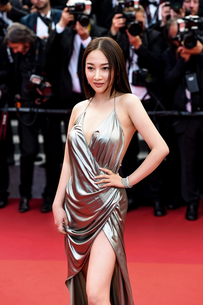 Sự xuất hiện của mỹ nữ vô danh trên thảm đỏ LHP Cannes khiến nhiều người Trung Quốc xấu hổ.