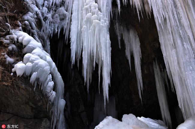 Ngắm thác băng nhân tạo đẹp mê hồn ở Trung Quốc - 2