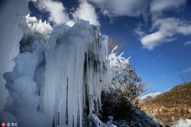 Ngắm thác băng nhân tạo đẹp mê hồn ở Trung Quốc - 3