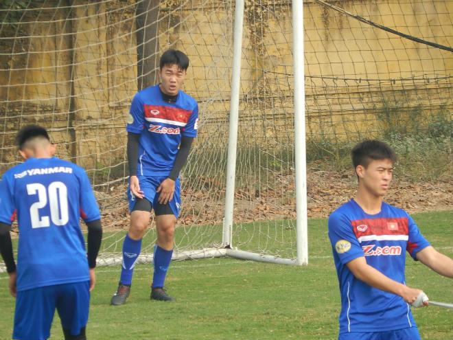 """U23 Việt Nam: Công Phượng """"méo mặt"""" tập gánh tạ - 9"""