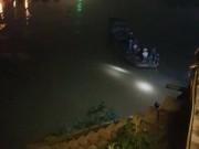 2 bác sĩ tử vong trong ô tô chìm dưới sông Hồng