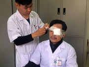 Bác sĩ bị người nhà bệnh nhân đánh gãy mũi lúc đang cấp cứu