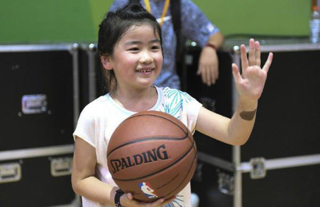 Gái rượu siêu sao Trung Quốc 2m29, 7 tuổi cao như người mẫu - 6