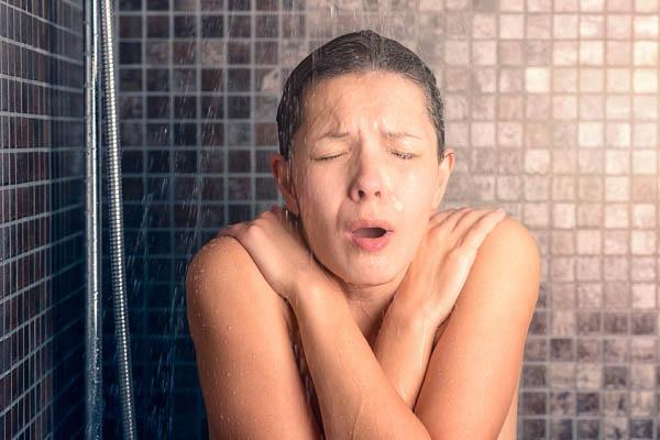 Tập tắm nác nóng sẽ chống đặt bách bệnh? - 1