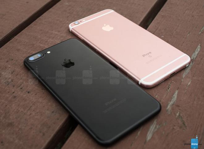 Apple bị gọi 1 tỷ USD vì cầm ái tình công muộn iPhone - 1