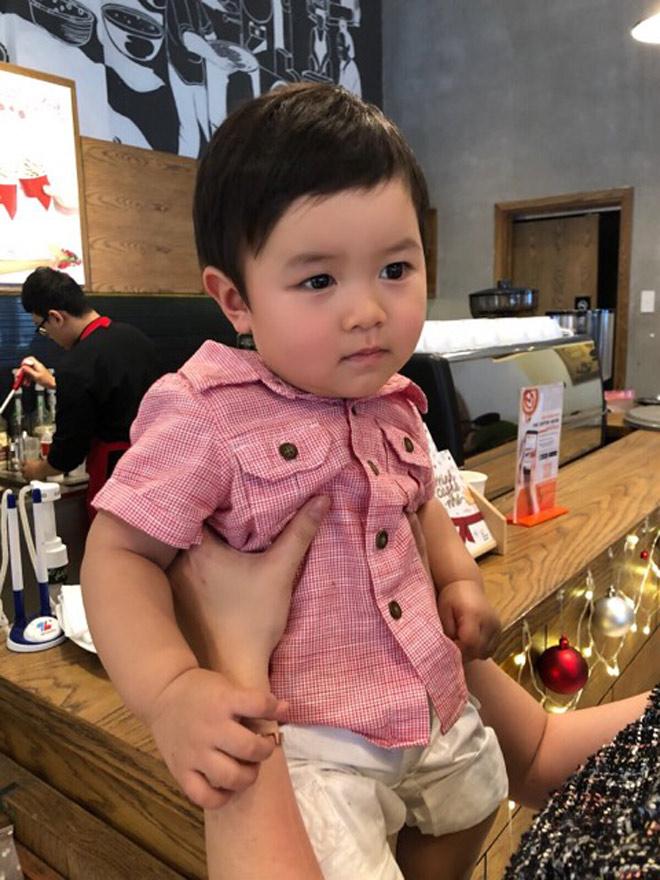 Bà xã Đan Trường dò đầu đem con trai thăm thú phố Việt Nam - 3
