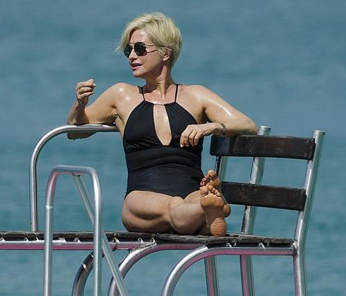 Nhờ kiêng thứ nào, bầm U60 kệ bikini chẳng thua gì con gái 20 - 10
