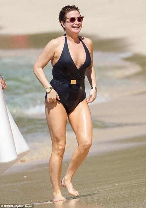 Nhờ kiêng thứ nào, bầm U60 kệ bikini chẳng thua gì con gái 20 - 11