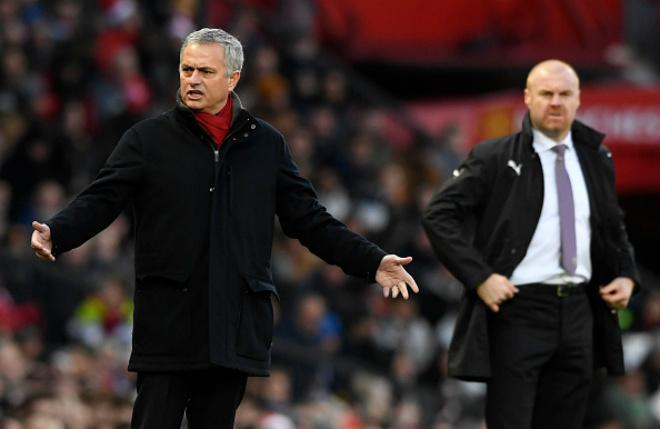 """MU – Mourinho sẽ tỏa sáng: Sir Alex Ferguson ủng hộ """"dựng ô tô buýt"""" - 1"""