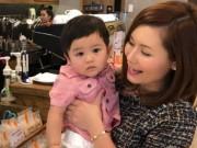 Bà xã Đan Trường lần đầu đưa con trai thăm thú phố phường Việt Nam