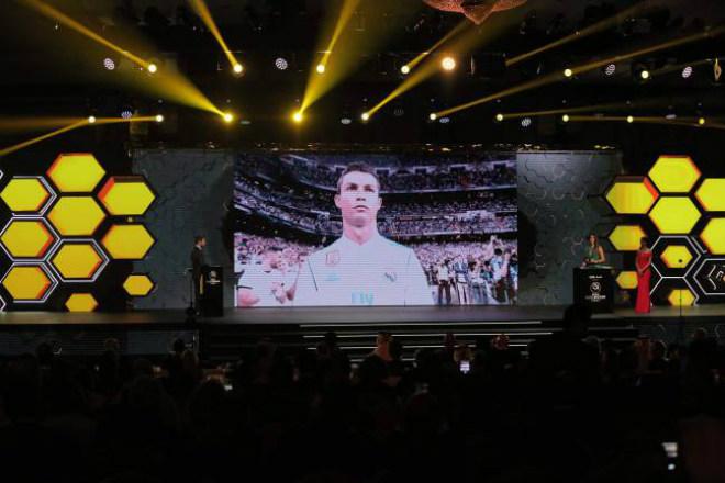 """Ronaldo lại cai trị áp giải thưởng, Zidane """"thơm lây"""" đã dễ bị Real thải hồi - 3"""