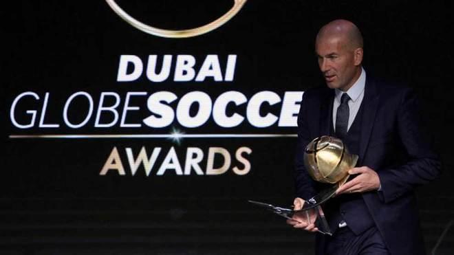 """Ronaldo lại cai trị áp giải thưởng, Zidane """"thơm lây"""" đã dễ bị Real thải hồi - 2"""