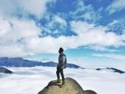 """Lặng người trước biển mây hùng vĩ trên  """" sống lưng khủng long """"  Tà Xùa"""