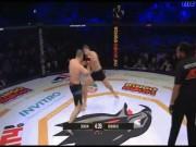 """MMA: 30 giây  """" tạt cánh đánh đầu """" , hàng thải UFC nhập viện"""