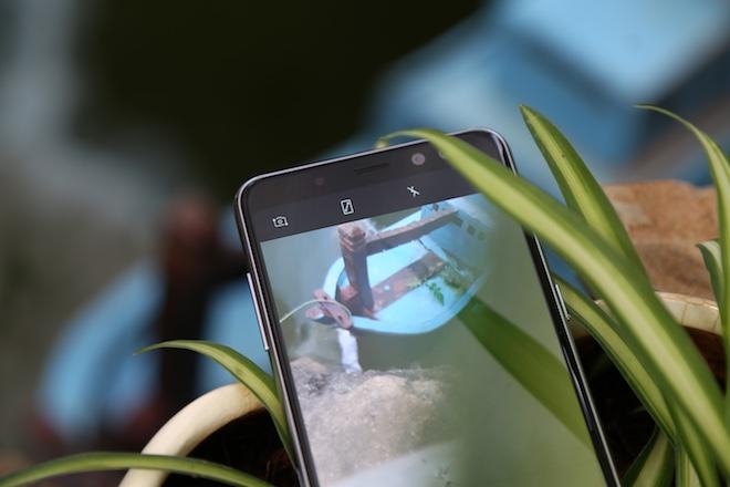 Samsung Galaxy A8: Điện thoại có camera selfie cặp xóa nền mờ mịt - 7