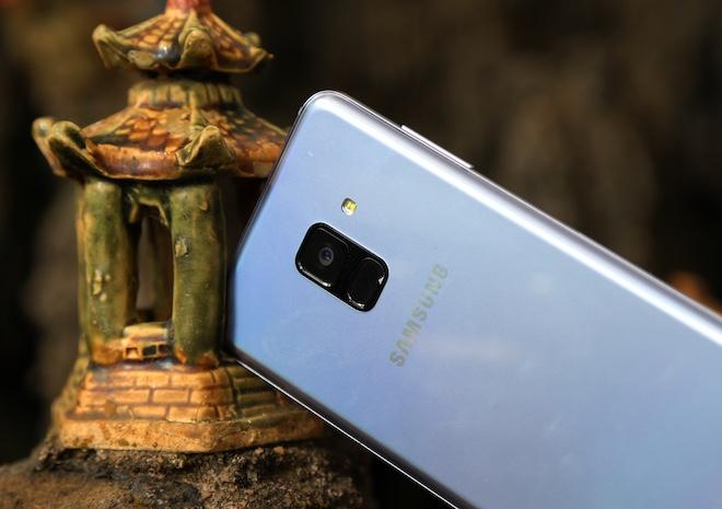 Samsung Galaxy A8: Điện thoại có camera selfie cặp xóa nền mờ mịt - 6