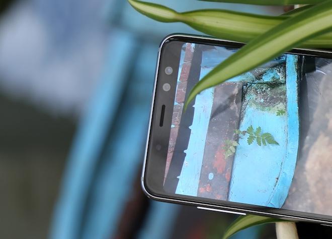 Samsung Galaxy A8: Điện thoại có camera selfie cặp xóa nền mờ mịt - 9