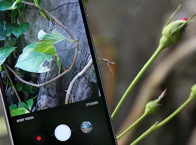 Samsung Galaxy A8: Điện thoại có camera selfie cặp xóa nền mờ mịt - 12