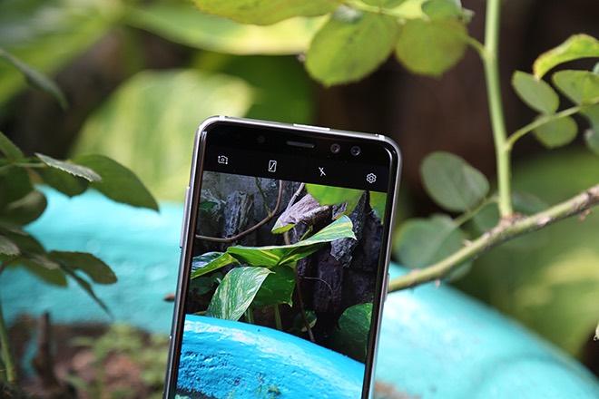 Samsung Galaxy A8: Điện thoại có camera selfie cặp xóa nền mờ mịt - 11