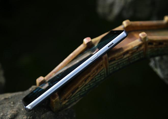 Samsung Galaxy A8: Điện thoại có camera selfie cặp xóa nền mờ mịt - 14