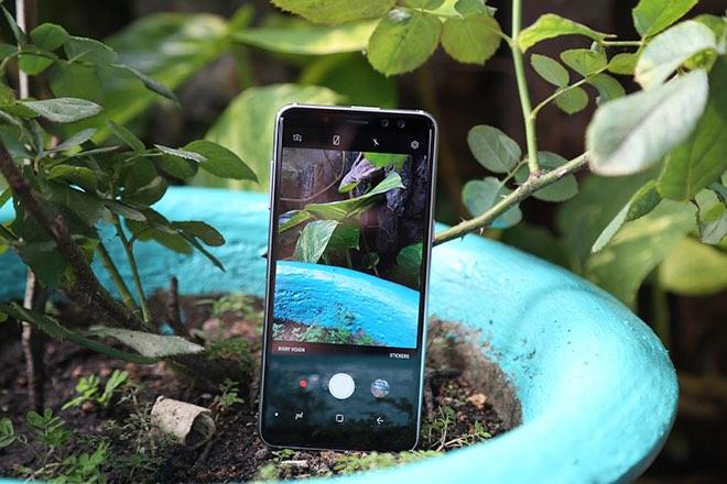 Samsung Galaxy A8: Điện thoại có camera selfie cặp xóa nền mờ mịt - 10