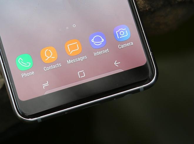 Samsung Galaxy A8: Điện thoại có camera selfie cặp xóa nền mờ mịt - 16