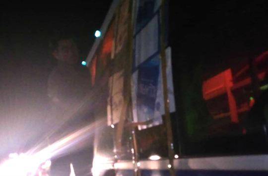 Hàng loạt xe bị ném đá khi đi qua đường tránh BOT Cai Lậy - 2