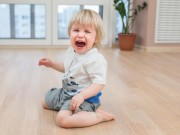 """Tuyệt chiêu giúp bố mẹ  """" đối phó """"  với trò ăn vạ của con"""