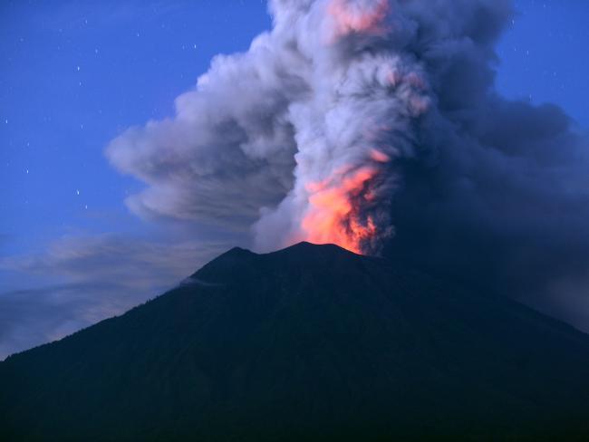 """Thầy tu tiên tri """"lạnh gáy"""" về ngọn núi lửa có thể hủy diệt thế giới - 1"""