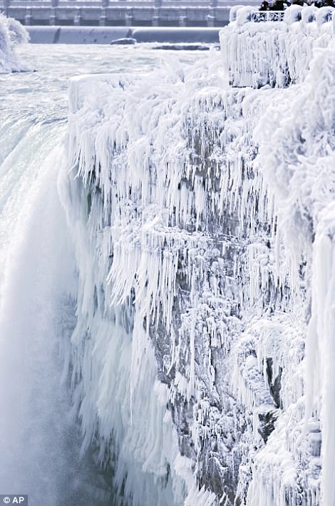 Đón năm mới ở dưới thác nước đóng băng lạnh âm 89 độ C - 5