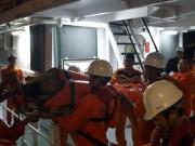 Ngư dân nhảy xuống biển cứu đồng nghiệp gặp nạn