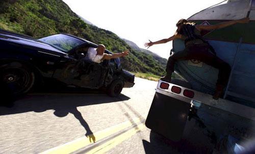 Trailer phim: Fast & Furious (Quá nhanh, quá nguy hiểm) - 4