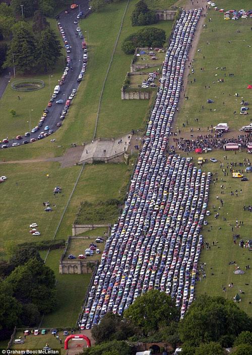 Cuộc diễu hành ô tô lớn nhất thế giới , Phi thường - kỳ quặc,