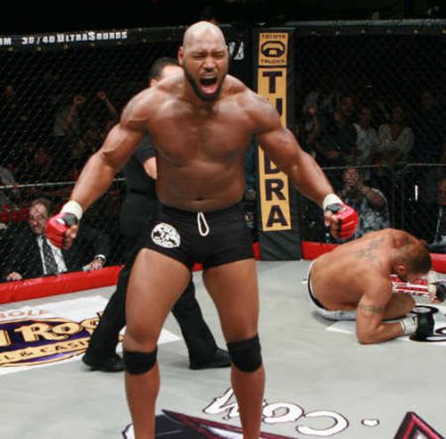 """Top 10 """"quái vật"""" trên võ đài UFC - 5"""